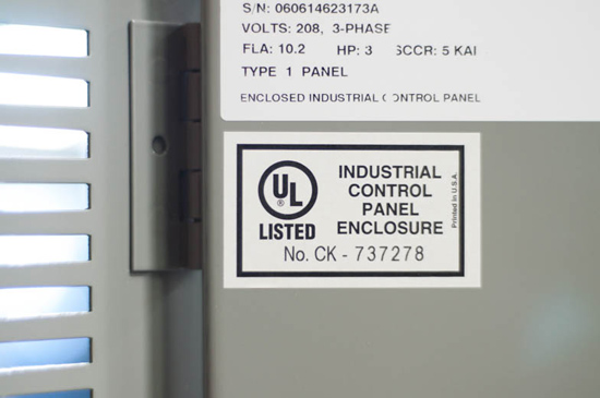 (تابلوی تایید شده UL باید دارای یک برچسب UL همراه با شماره سریال در جلو باشد)