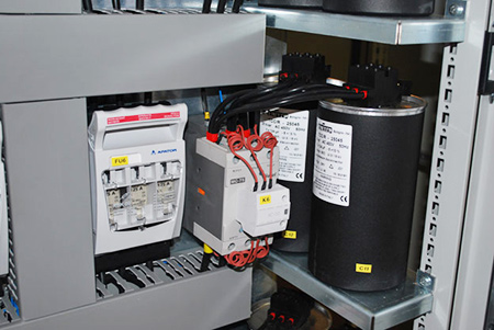 capacitor-banks-in-low-voltage-switchgear-450