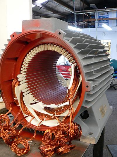 موتور الکتریکی در حال سیم پیچی مجدد(photo credit: soco.co.nz)