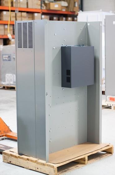 نصب اینورتر با گرماگیر در خارج تابلو توسط تیم مهندسی الکترومارکت