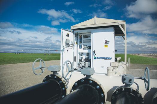 نمونه یک اینورتر برای ایستگاه پمپاژ که با سطح حفاظت بالا طراحی شده است